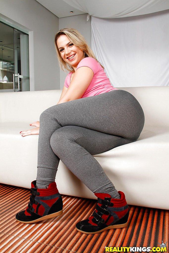 Blonde latina ass for