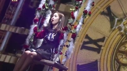 Loving these solo intros for #Gfriend's year-end performances! #SinB #KBSGayoFestival https://t.co/5DPcvQDazb