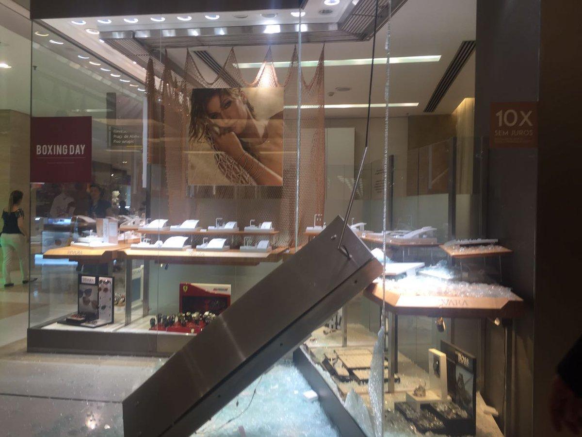 63642c2597a ouvintes relatam uma troca de tiros dentro do shopping ibirapuera na zona  sul de sao paulo