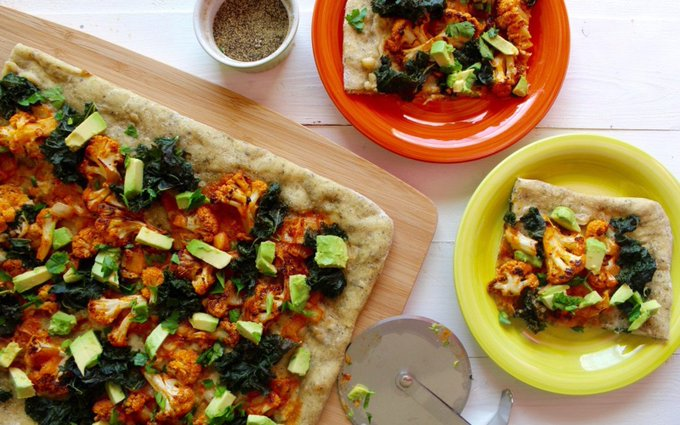 Buffalo Cauliflower Pizza With White Garlic Sauce [Vegan, Gluten-Free]