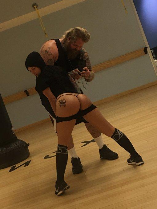 1 pic. Butt floss Thursday's 💪🏻 https://t.co/J9zcdIIjQs