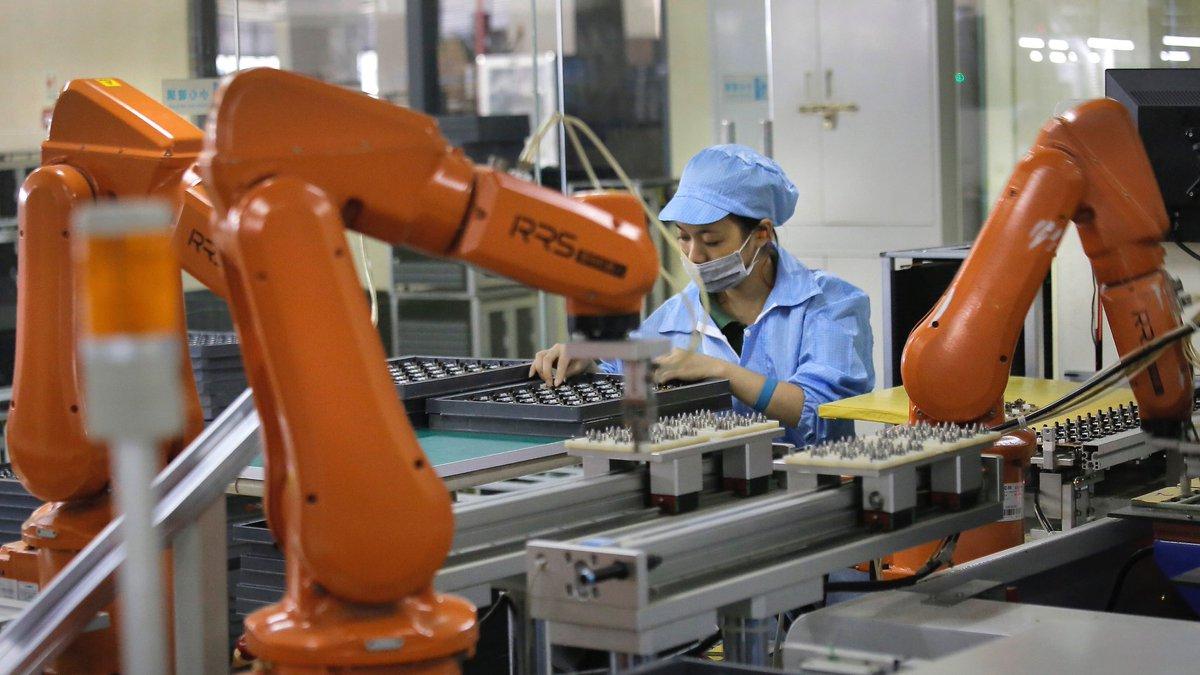 foxconn заменит 60000 рабочих роботами