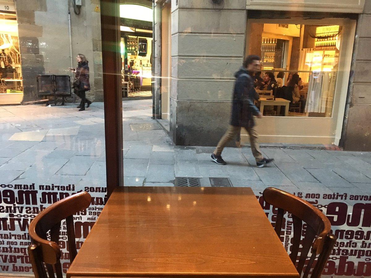 ユリオとオタベックがお茶していた店ここっぽい #YuriOnIce https://t.co/PbiUVxWjPk