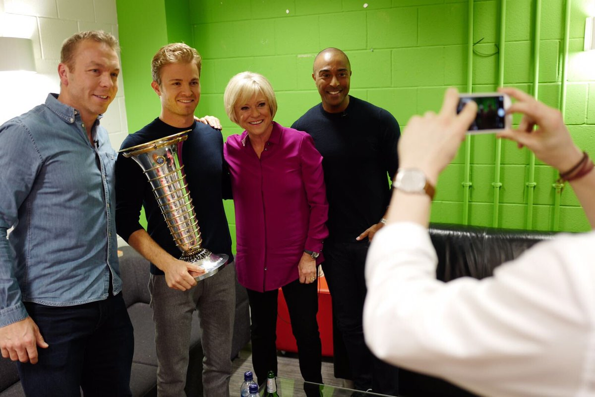 Everyone wanted a pic with @nico_rosberg and his shiny trophy @chrishoy @ColinJackson @matt9dawson @philtufnell https://t.co/JyefEIoEGY