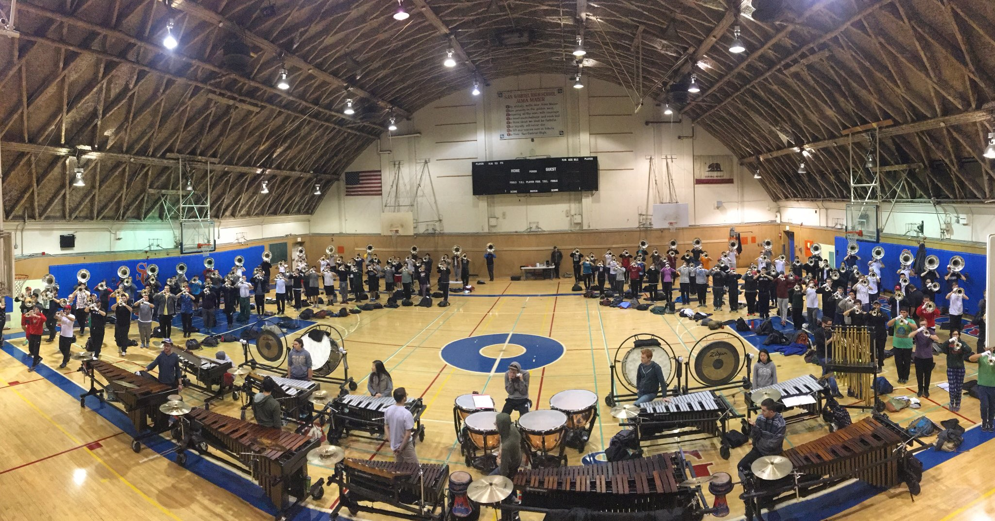 Hey everybody, @scvanguard here taking over to show you some behind the scenes prep for our 2017 Rose Parade appearance! #SCVRoses https://t.co/tiifWMB37a