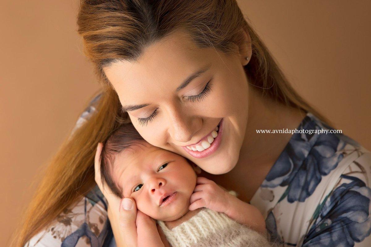 Avnida photography on twitter the simple joy of motherhood newbornphotography newbornphoto love baby newborn photography newbornphotographynj