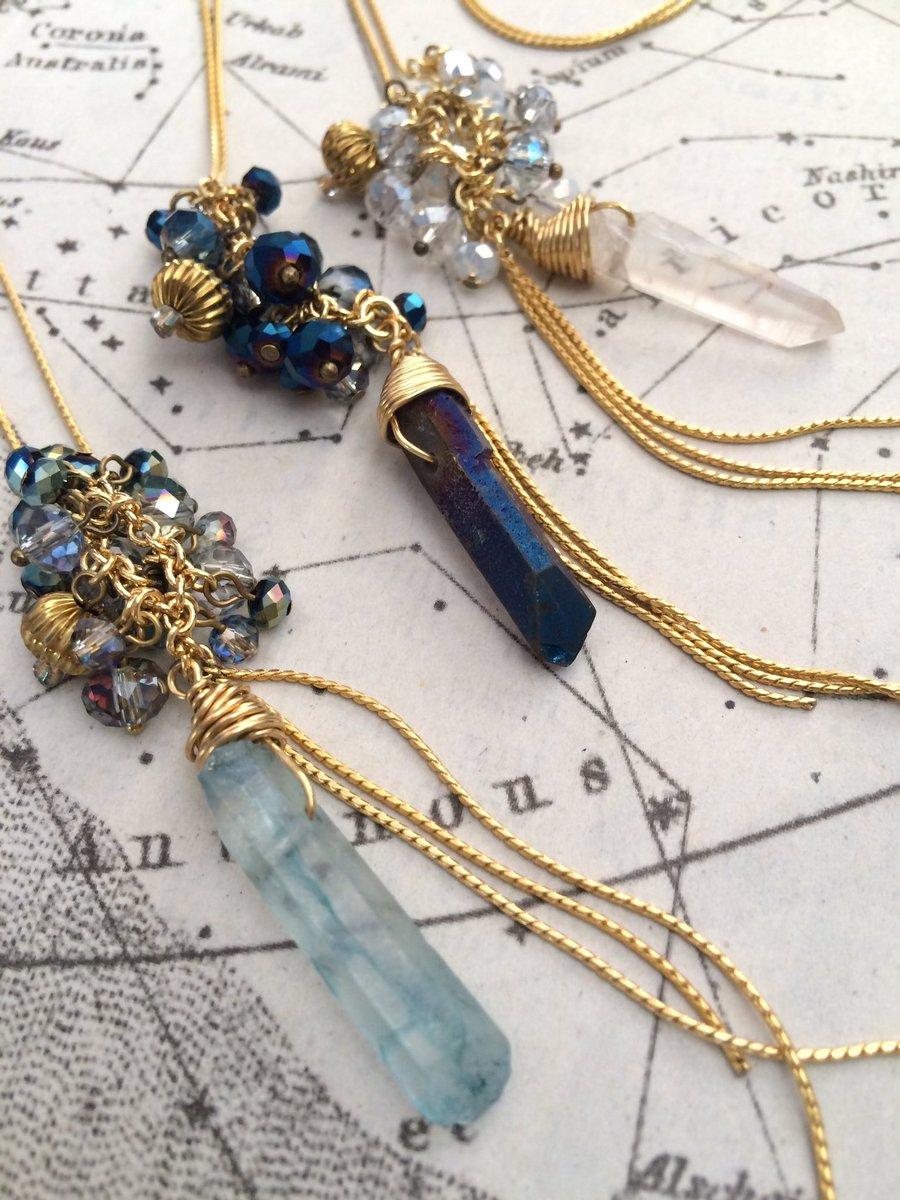 #ギニョール天体観測展 Beads no motoさん@koha_sin の新作「流れ星のペンダント」や、「歯車天球儀ネックレス」など追加入荷しています。12/21よりぜひご覧ください!※月火は定休日となっております。