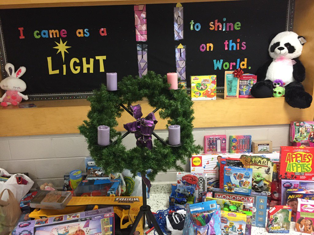 Thanks to our @SMCDSB_MMO community for supporting our Toy Drive . Our school community is always so giving @SMCDSB https://t.co/VQpQ1bxAZa