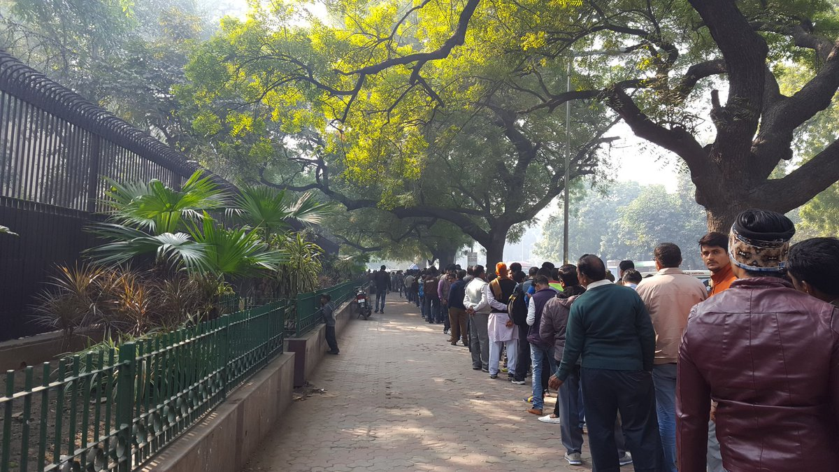 The queue outside the @RBI at noon today, nearly a month and a half after demonetisation. https://t.co/IgqHcNYIkI