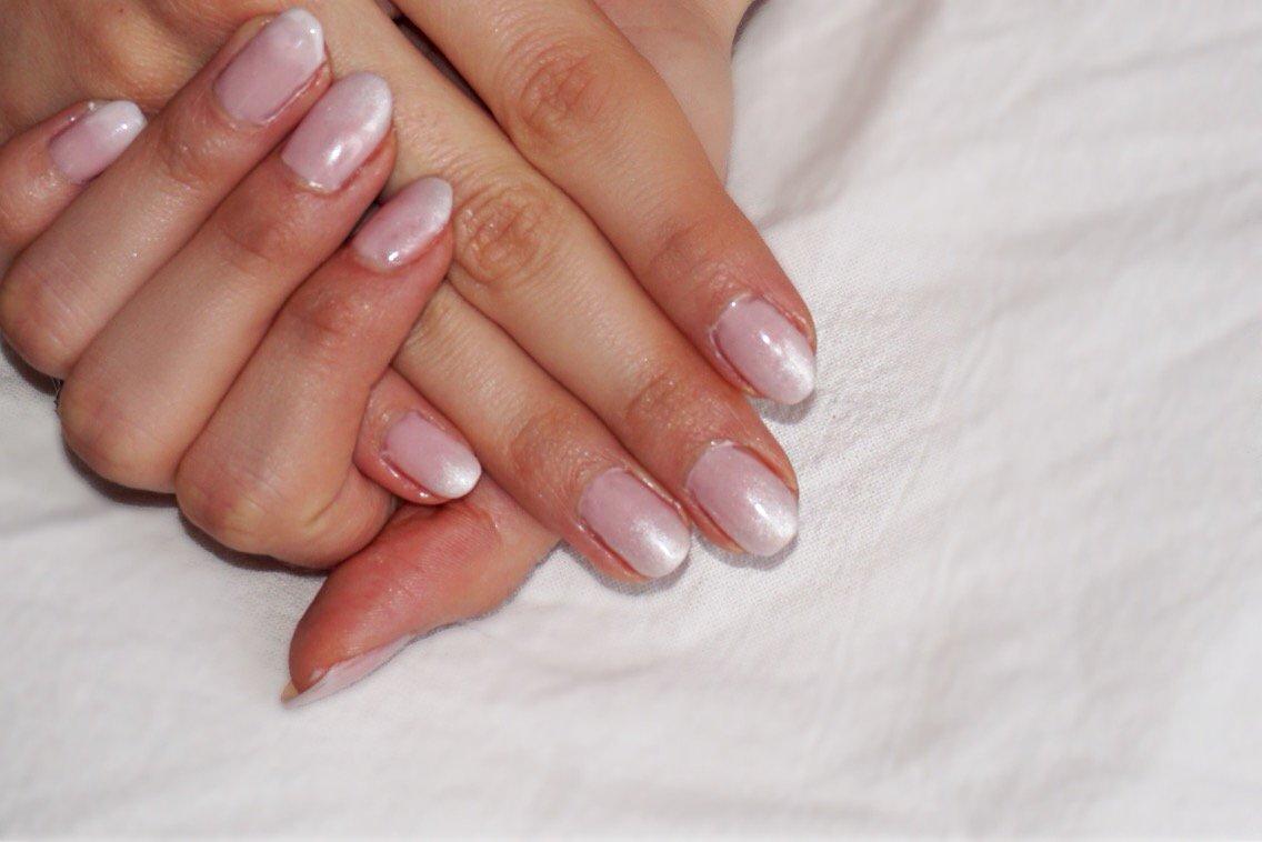 #Vernis &amp; ombre à paupière: voici comment faire un #nailart baby boomer  http:// goo.gl/E8CRfX  &nbsp;   #nails #ongles #Nail #beauté <br>http://pic.twitter.com/vdwNtOljr6