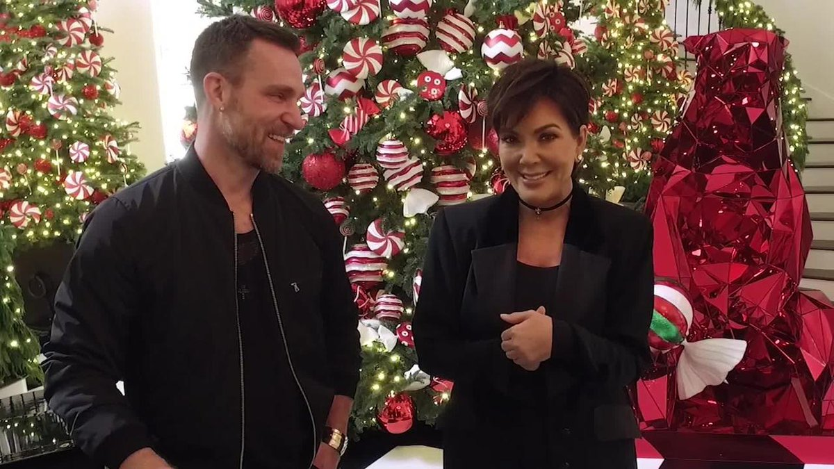 No one does Christmas like @KrisJenner—take a peek inside her holiday-ready home: https://t.co/pjegEtZ4kw https://t.co/weH0WvdBfk
