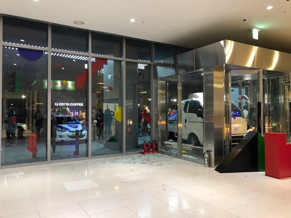 조금 전에 JTBC 건물 공격 당했다고.. https://t.co/tJZzsTjpN7