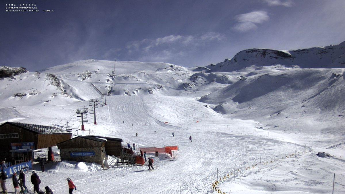 #SierraNevada alcanza los 87km de pistas abiertas con hasta 2m de nieve polvo!!! Vaya pintaza!!! https://t.co/tbJK3te7Ji