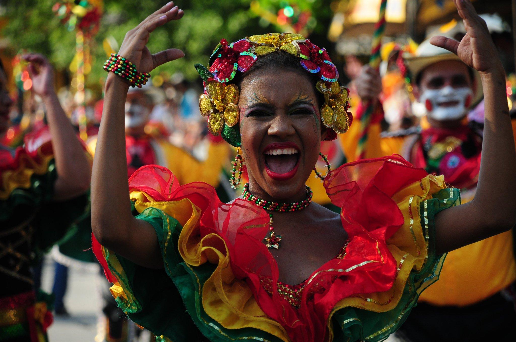 красной желтой кубинский карнавал фото сам