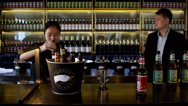 Goose Island going global with pubs, brewhouses in 6 countries (& Philly) @joshbnoel reports https://t.co/DJY8EYD4h8 https://t.co/NW9U9gxnts