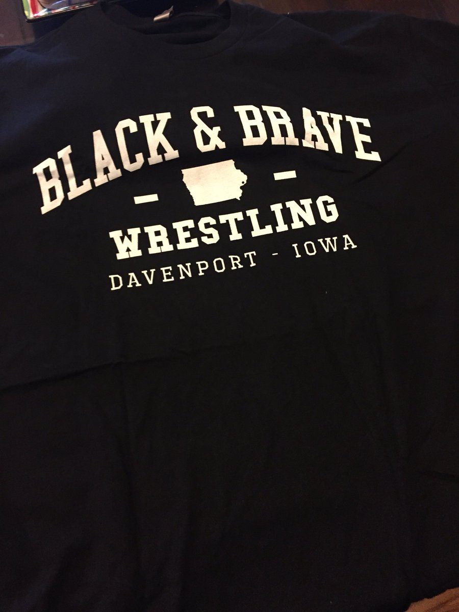 Digging the new gear from @BlackandBrave @WWERollins for the holiday! https://t.co/XIfYsowebi