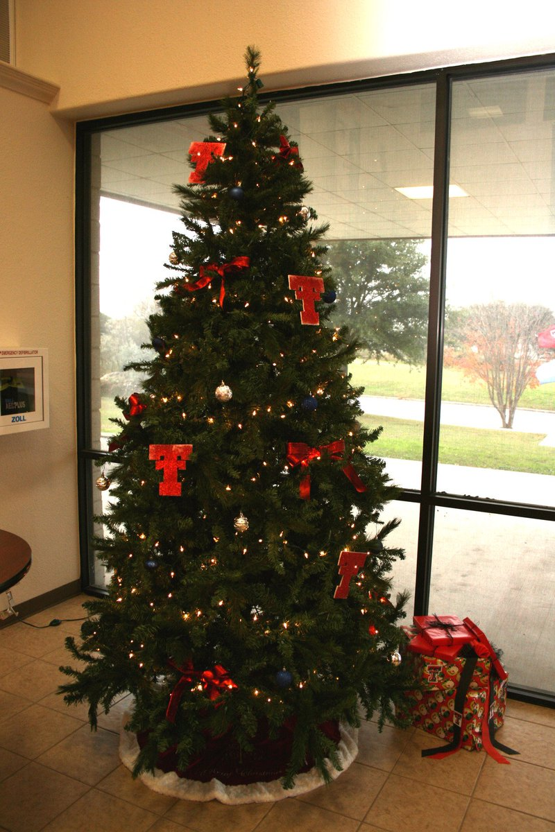 ttu highland lakes on twitter say hello to our tree here at texas tech university at highland lakes how many double ts can you spot - Texas Tech Christmas Decorations