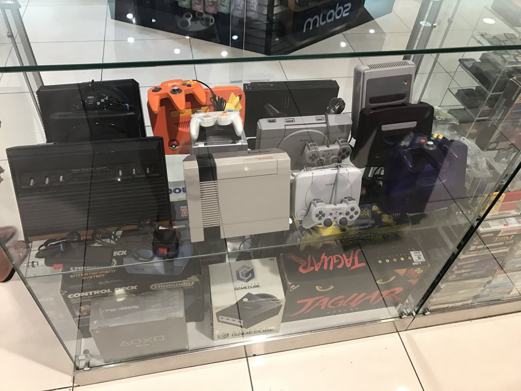 Wonderful displays of retro games and consoles at Virgin Megastore. Kids had to drag me away! @gamesyouloved https://t.co/AMC6vUTeQ9