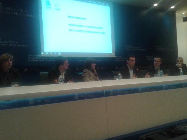 @jorjaramil 'doble reto del periodista agroalimentario: informar a sector e interesar al consumidor' #cursoAPAE