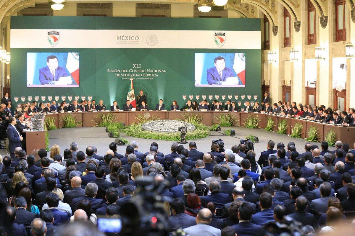 En Sesión del Consejo Nacional de Seguridad Pública encabezada por el Presidente @EPN. https://t.co/pPv8ipE0Lg