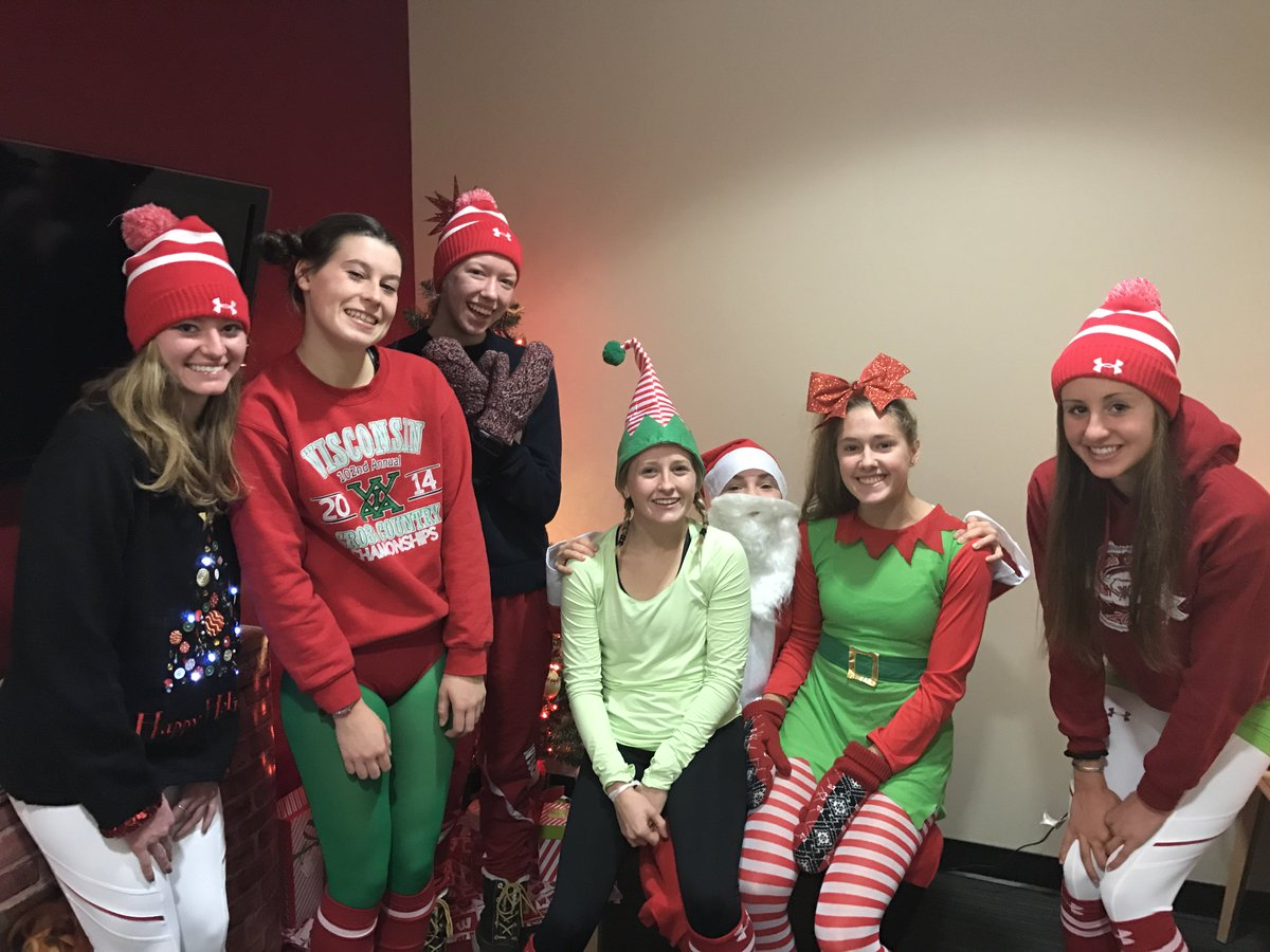 When your athletes have #ChristmasSpirit @malee2358, @alissaniggemann, @leashamonson, Amy Davis, Ann Heuerman, Rachel Werking, @emmalangerr https://t.co/KfbaU0mm3e