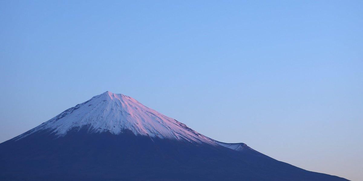 紅富士(^-^) RT @mt3776fujisan: ほんのり染まる富士山   #fujisan #富士山  #冬至 12/21 2016 https://t.co/zom95Jcq5z