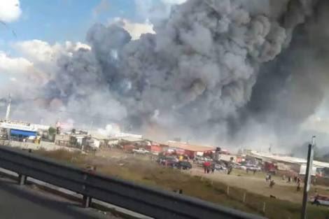 Messico, esplosioni a catena in mercato di fuochi d'artificio, decine le vittime