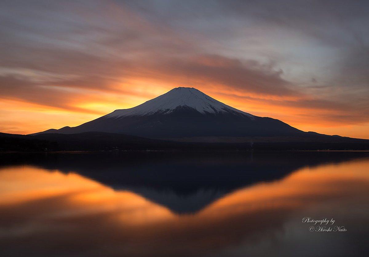 冬至の夕暮れは、何とも言えない美しい夕焼けに...  山中湖から夕暮れ富士山 2016.12.21 #fujisan #富士山 #mysky https://t.co/dOhYdGR8vf
