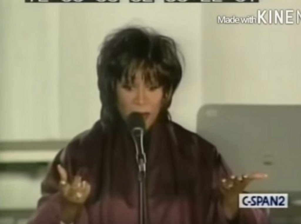 WATCH: Where's my background singers? #pattilabelle #Thischristmas #fail  https://t.co/HgpnkueEcx