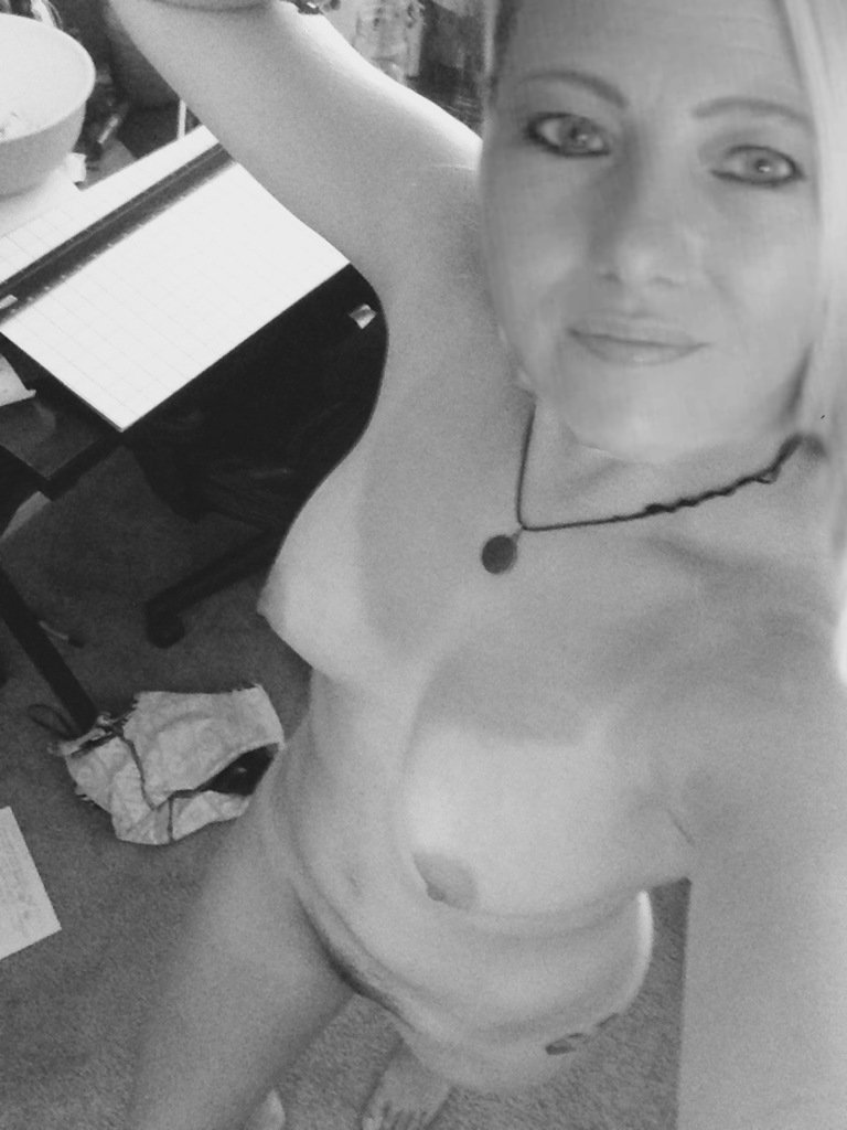 Nude Selfie 9872