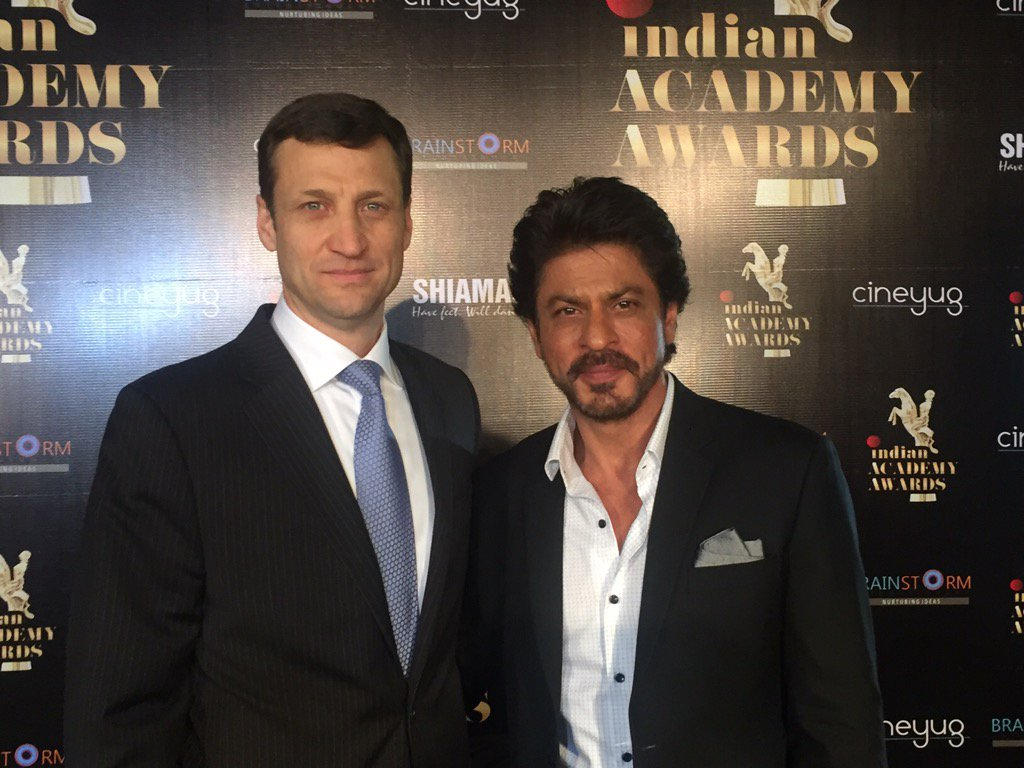 Our special guest today is the amazing @iamsrk, here to celebrate the growing ties between Hollywood & Bollywood! https://t.co/KGOPs8MsVL