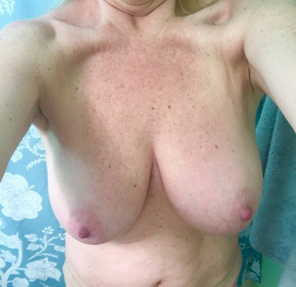 Nude Selfie 9886