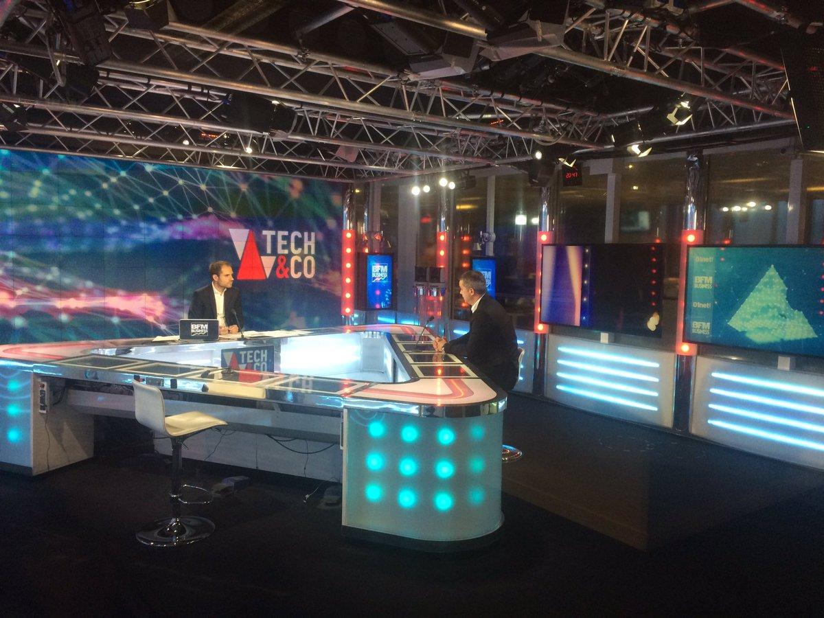 """""""Plus d'1million de TV #ambilight vendues en France. Nous lançons maintenant l'#oled #ambilight"""" François Caroff @bfmbusiness @SCouasnonBFM https://t.co/Ry5P4OEdSF"""