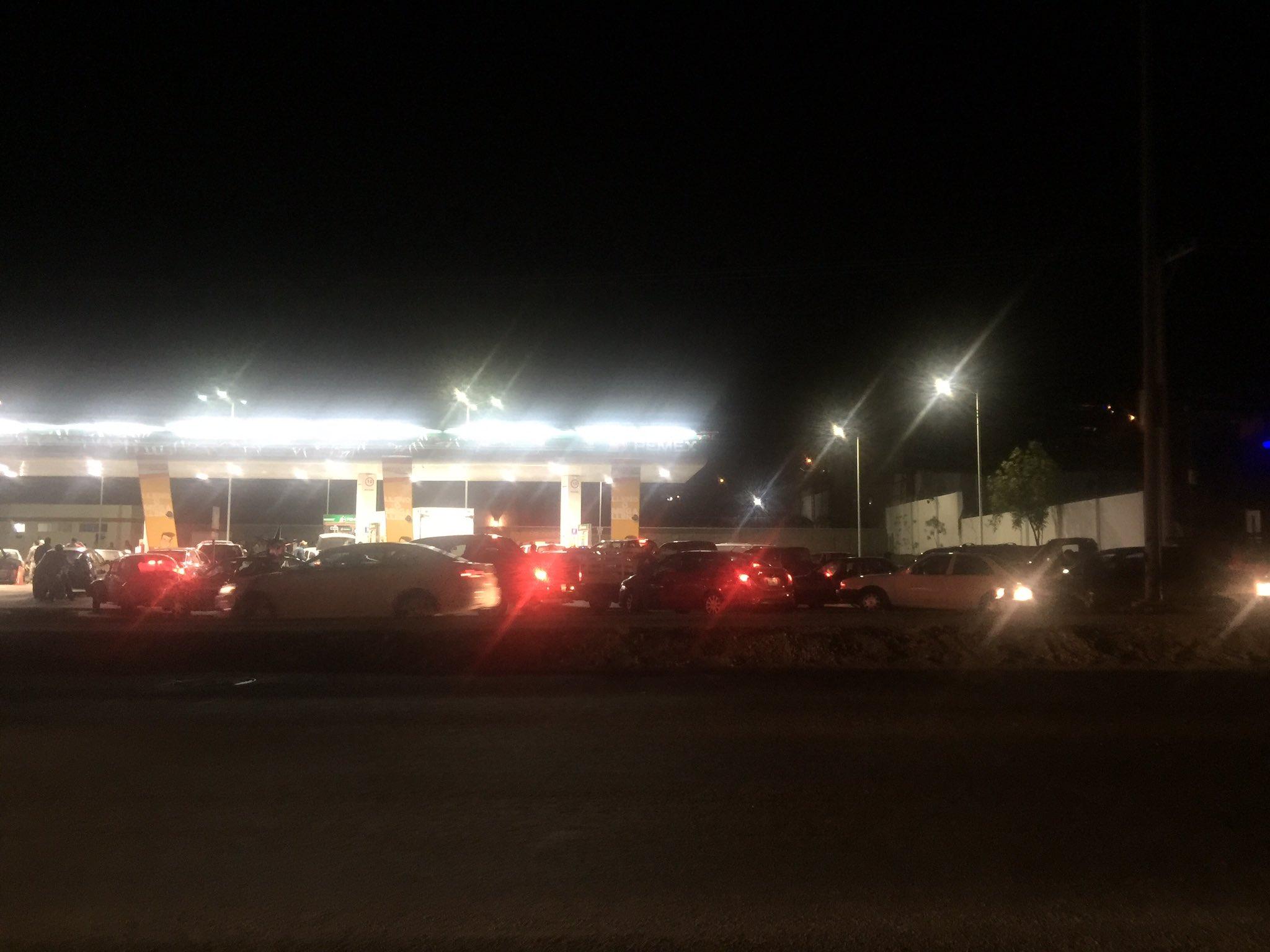 ¡Reforma energética mis calzones! En León solo jala una gasolinera y hay fila de aquí a la india https://t.co/QCBOhcqFwp