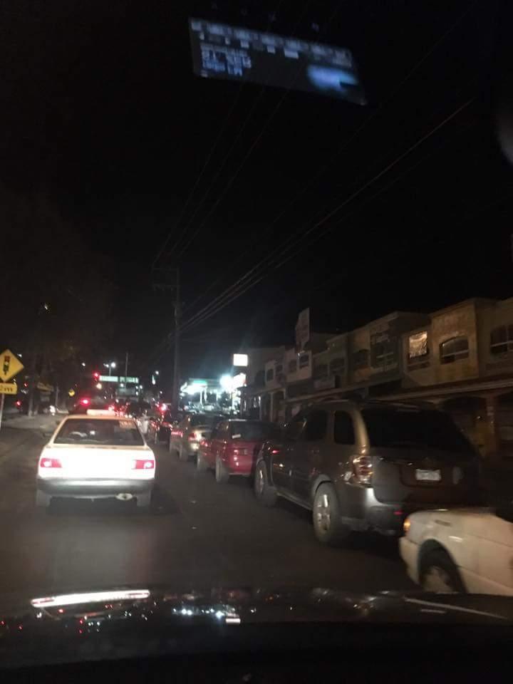 En #Zacatecas llevamos tres días con desabasto de gasolina, ninguna autoridad informa. Apoyo por favor @CarlosLoret https://t.co/dkk2vTZNW0