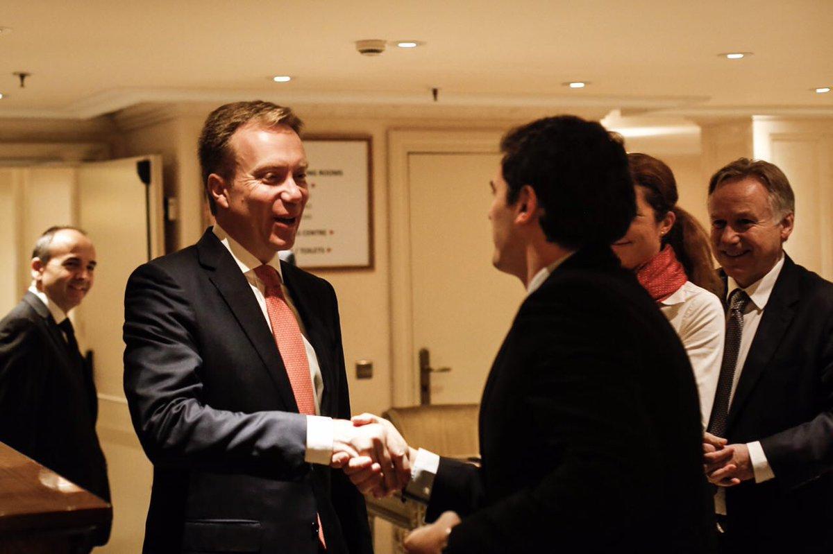Con ministro de asuntos exteriores noruego intercambio for Politica exterior de espana