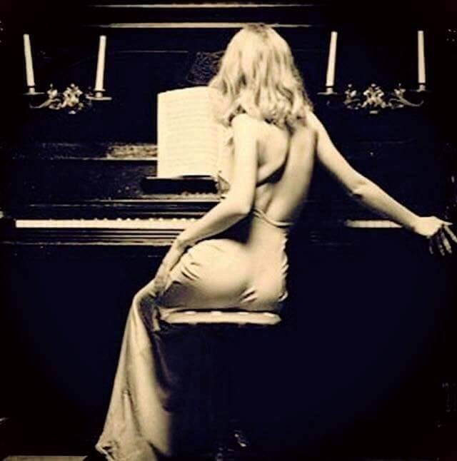 naked-blonde-women-by-piano-naked-sexy-girls-stripping