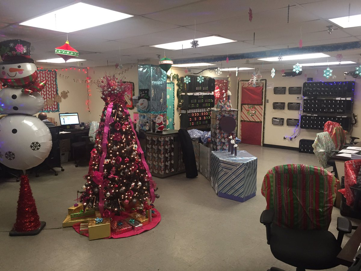 red river upsers on twitter pasadena upsers go all out with their christmas decorations peekintopeak