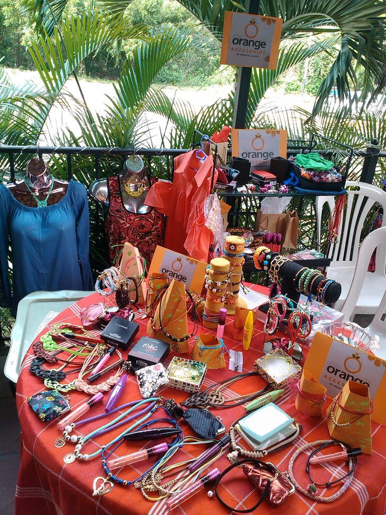 Bazar navideño Orange Accesorios en el cc la Plazuela 22/23 y 24 estaremos trabajando asiste te esperamos...