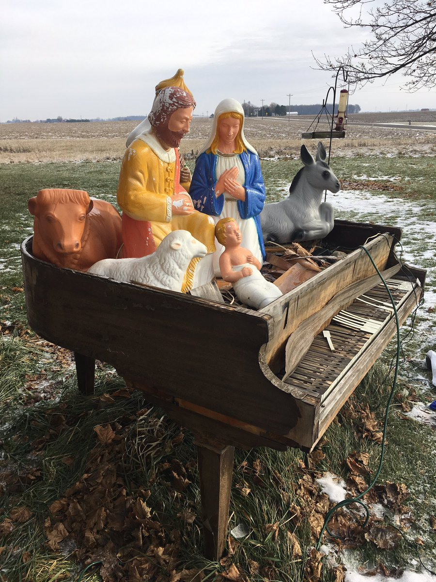 It much of a Nativity setup, but it works! https://t.co/g4sCnGQ2EY