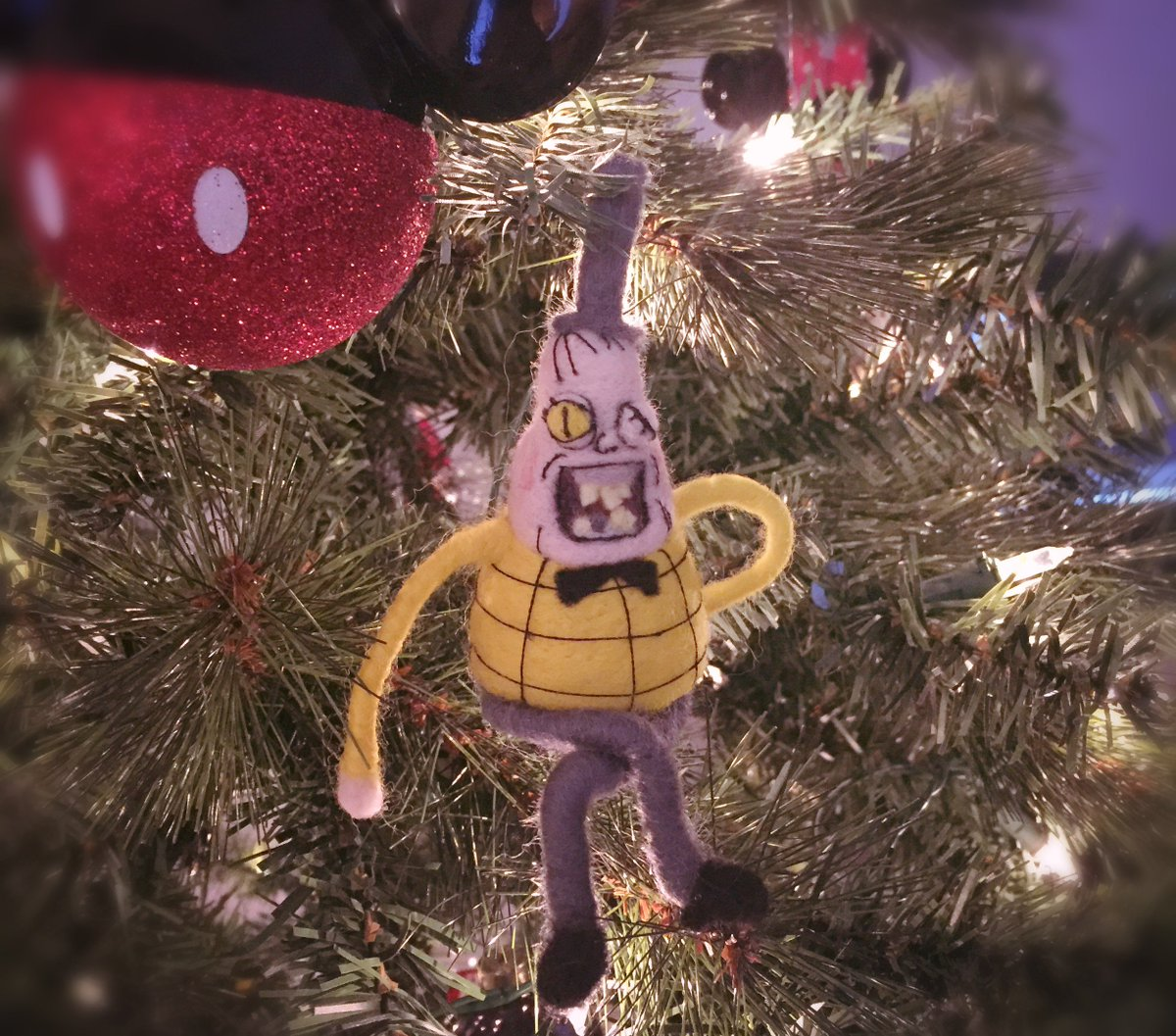 No, YOUR ornaments are scaring the children! ;D #GravityFalls @_AlexHirsch https://t.co/RTTYXHgRne