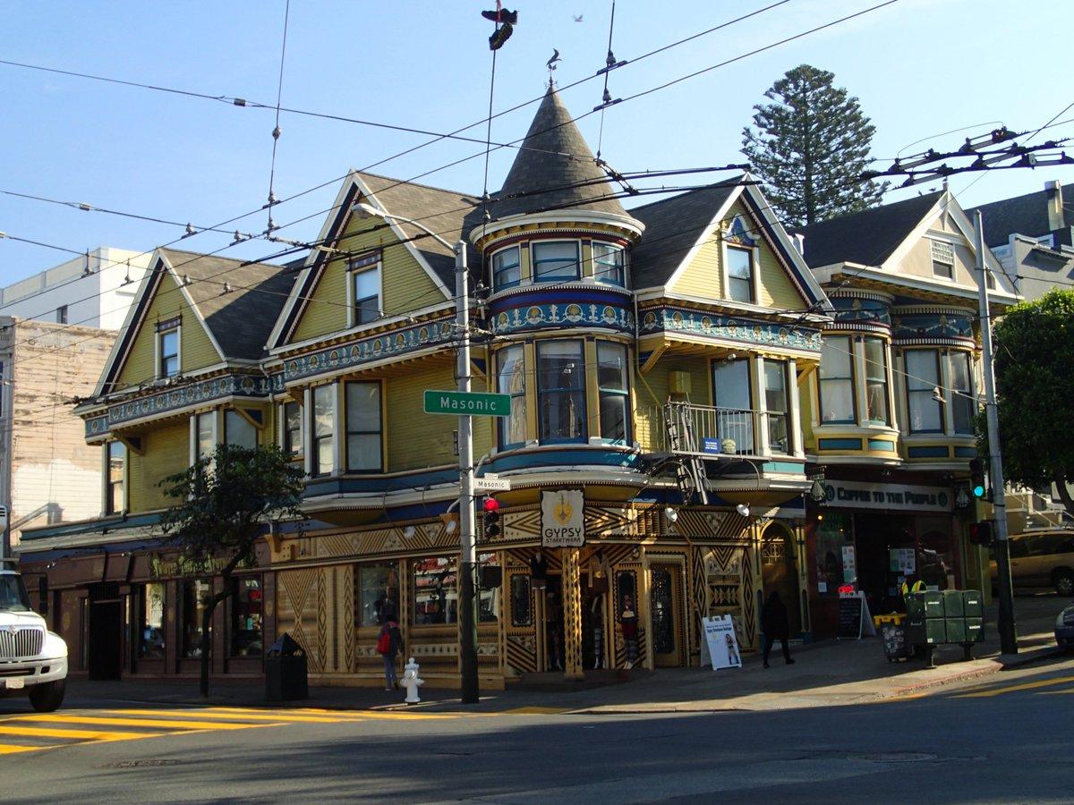 ヒロ達がキャスおばさんと住んでいるラッキー・キャット・カフェの外観のモデルになったのはサンフランシスコに実在するこの建物だよ #ベイマックス #今夜はベイマックス #kinro https://t.co/jpKAtB8jjt