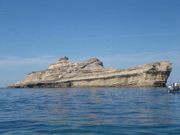 コルシカ島の近くにある岩なのだそうですが、地球がピンチになったら岩肌が割れて中から超宇宙戦艦が出て来る感凄い、twistedsifter.com/2015/10/rock-t… pic.twitter.com/SzAcOzn0KE
