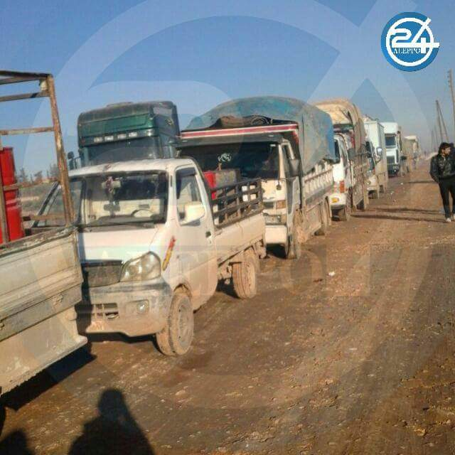 Civilians & cars on Qabasin road between Kadiran & #AlBab fleeing from Daesh & waiting #EuphratesShield to authorize them to pass