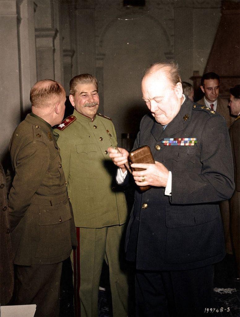 Люблю эту фотографию: Сталин смеется над старым Самсунгом Черчилля https://t.co/JFyQs5CZ6U