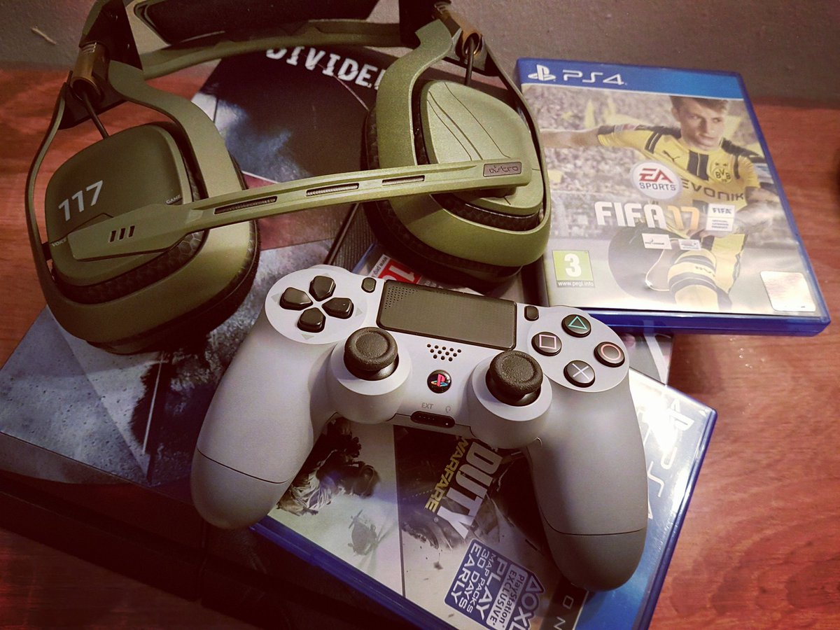 Gaming Time: 20th anniversary Controller  + #Astro A50 Halo Edition + #Fifa17 + #InfiniteWarfare  #ps420thanniversary  #TRUModz