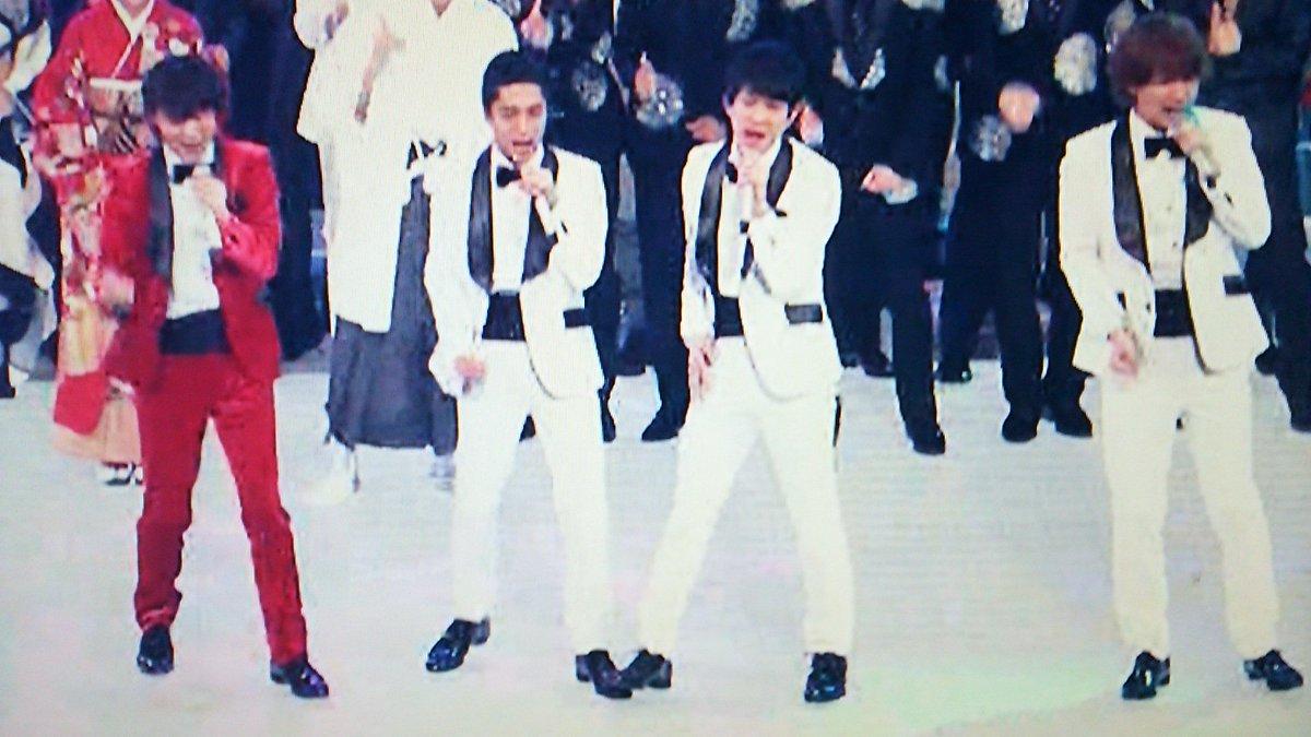 紅白歌合戦 161231 関ジャニ∞ 勢い余って、錦戸さんの足を踏む横山さん https://t.co/wo4EAnXMg8