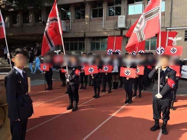 ニュース「台湾の高校生がナチスの服装で行進。大問題に。」  オタクA「どんな教育してんだよ」  オタクB「これはやばいでしょ…」  ガルパンおじさん「戦車のクオリティが低い。」 https://t.co/FIWMLcYTUa