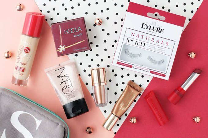 What's In My Christmas Day Makeup Bag