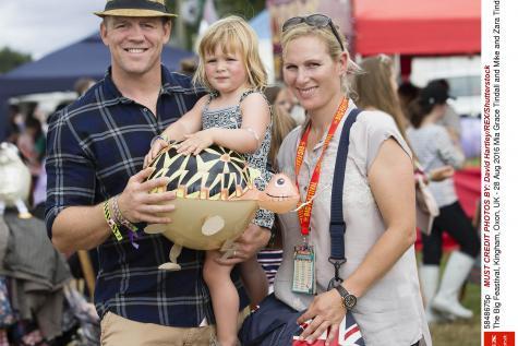 Enceinte, #Zara Phillips, la petite-fille aînée de la reine, a perdu son enfant  http:// bit.ly/2hcecCz  &nbsp;  <br>http://pic.twitter.com/XrumtWHqtr